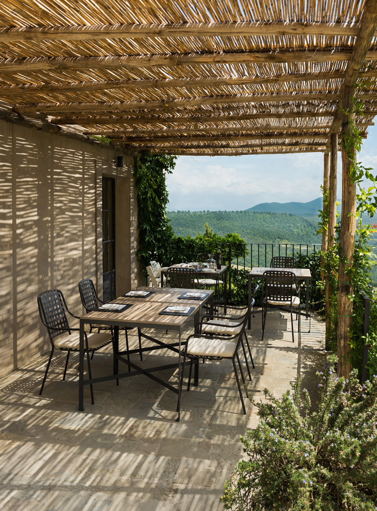 140624-148 Deck with dining table at Monteverdi, Tuscany