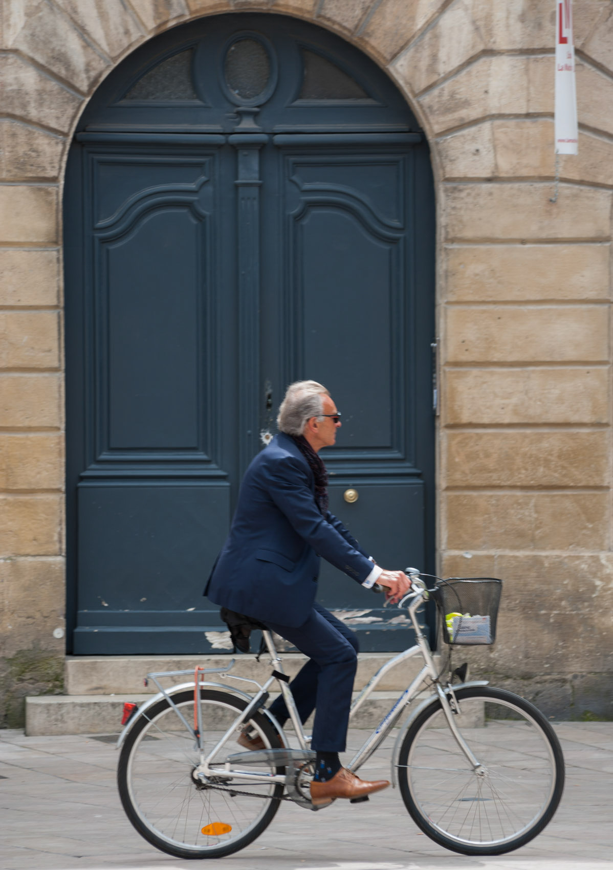 O18-340 Elegant man cycling in Bordeaux