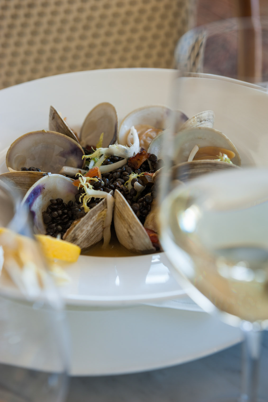 O18-380 A plate of clams in Rhode Island