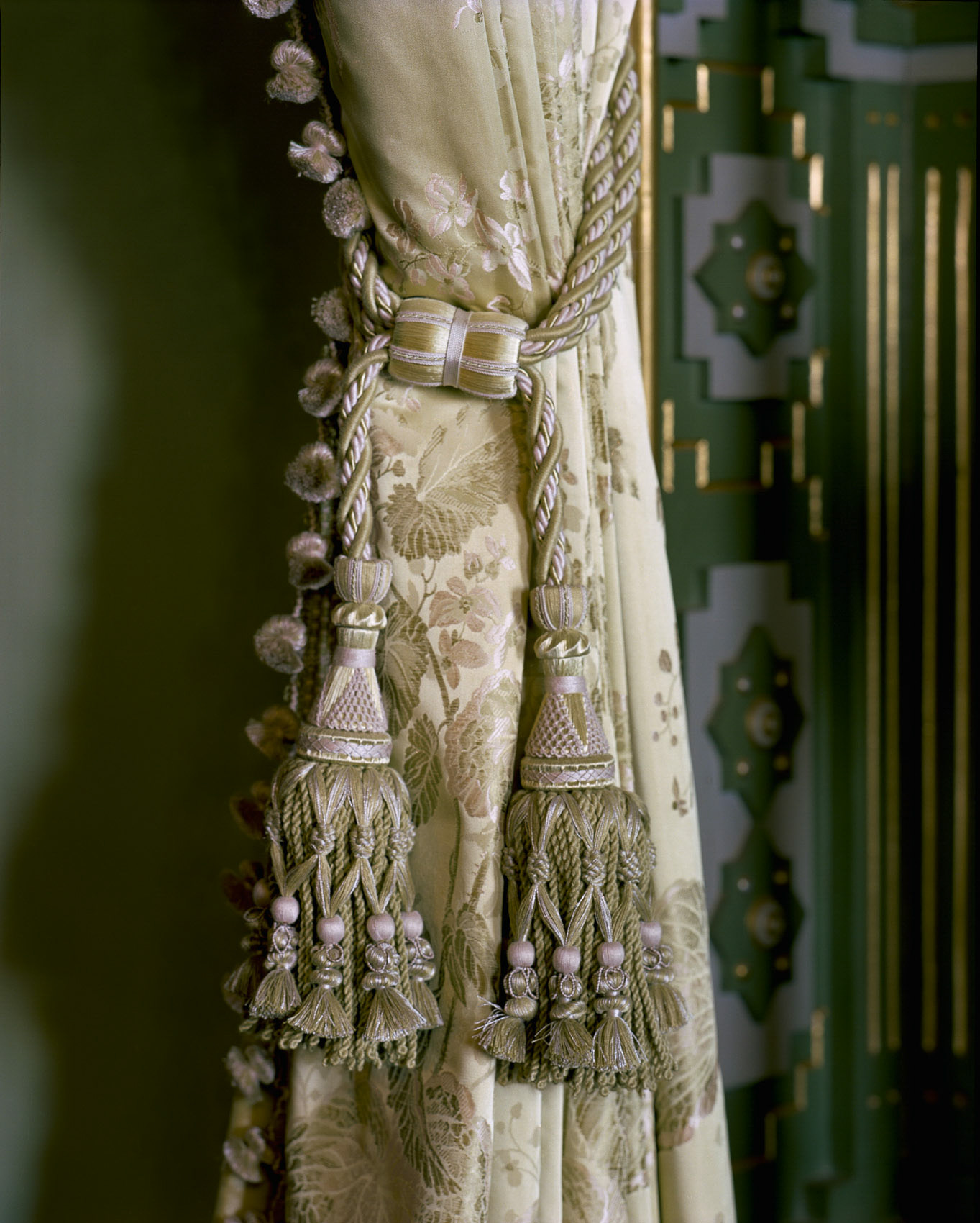 O18-465 Heavy silk drapery Falaknuma Palace, Hyderabad