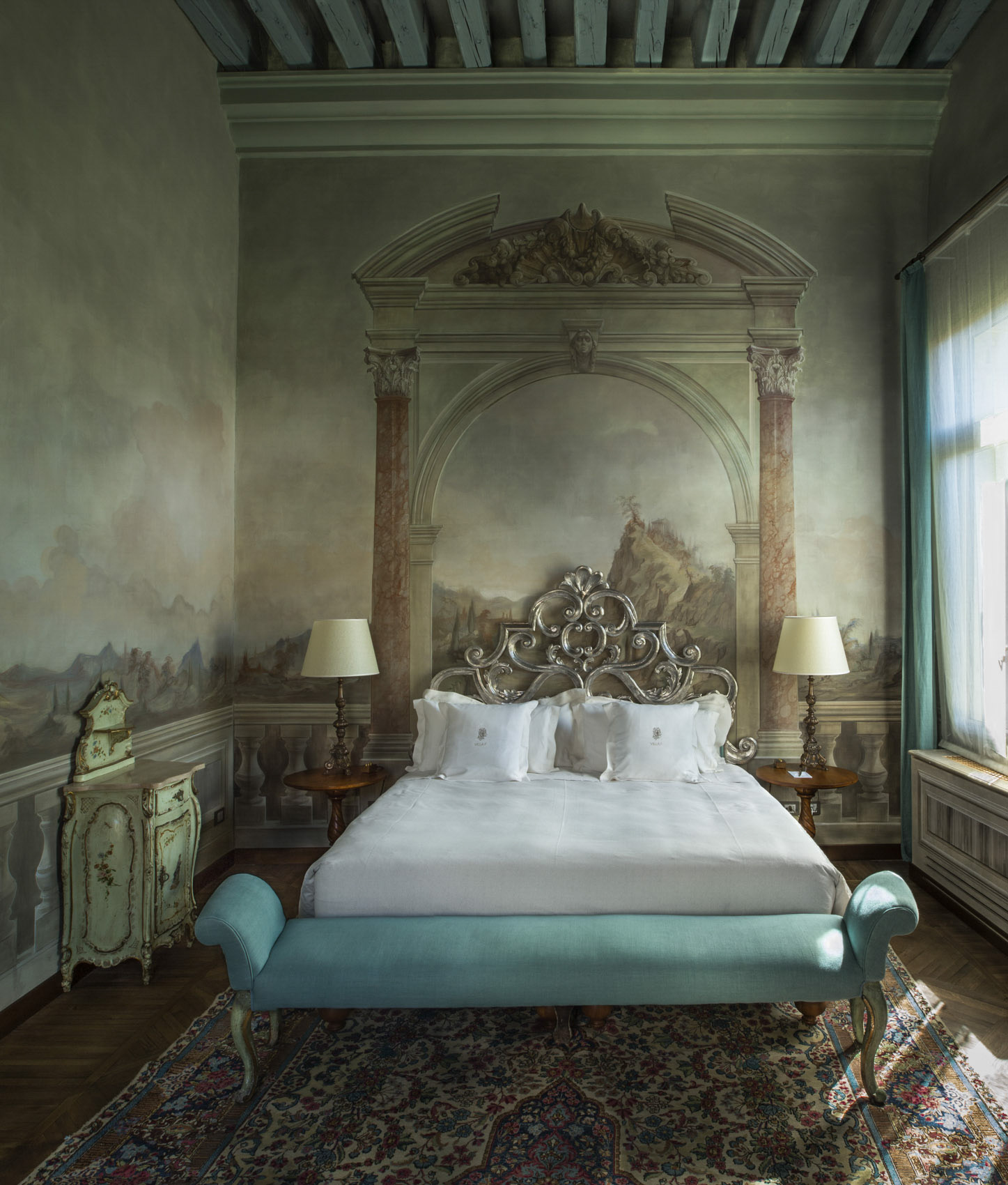 O18-580 Bed and mural at Villa F, Venice