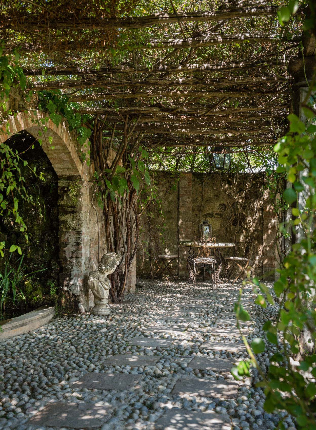 O18-655 Paved walkway at Borgo Santo Pietro, Tuscany